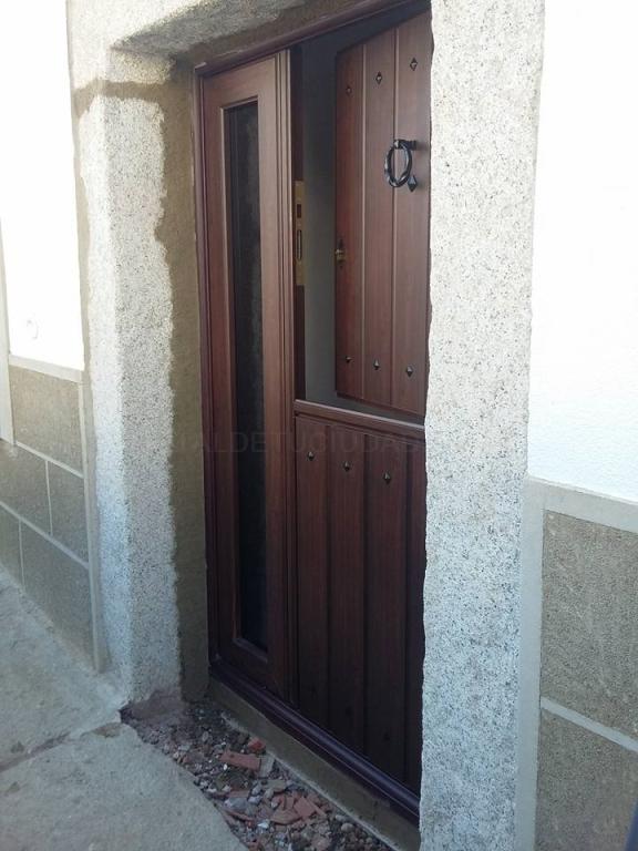 fabricacion de puertas de aluminio imitacion a madera en caceres