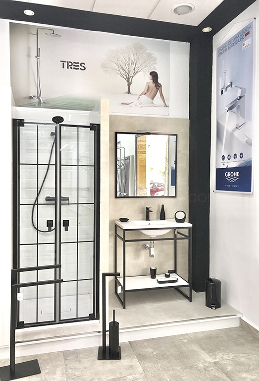 Mampara de baño con mueble estilo moderno Tres