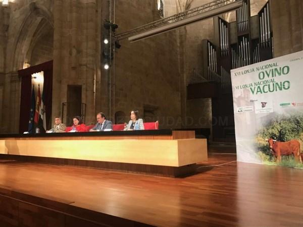 La consejera de Medio Ambiente y Rural, Políticas Agrarias y Territorio destaca el incremento de explotaciones de vacuno y ovino en la región.