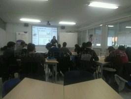 Los alumnos del Programa Explorar de Cáceres reciben una sesión sobre Lean Startup de la mano de la emprendedora Lucía Ruiz.