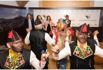 Los Negritos de San Blas, listos para danzar, cantar y rendirse al Santo en Montehermoso