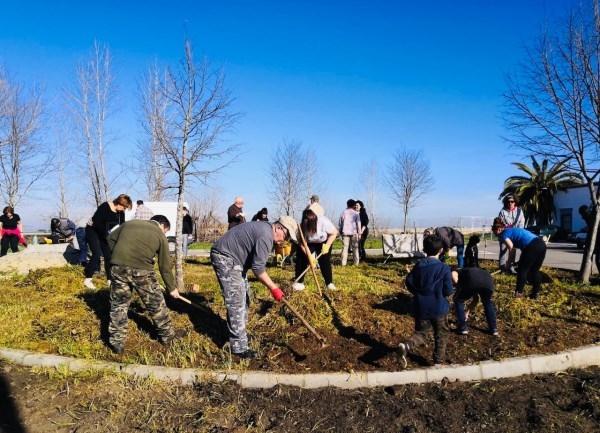 Primera Plantación Vecinal en la Estación de Arroyo-Malpartida