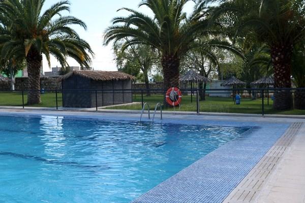 Las piscinas comunitarias de Cáceres abren con turnos y el resto espera a la Fase 3