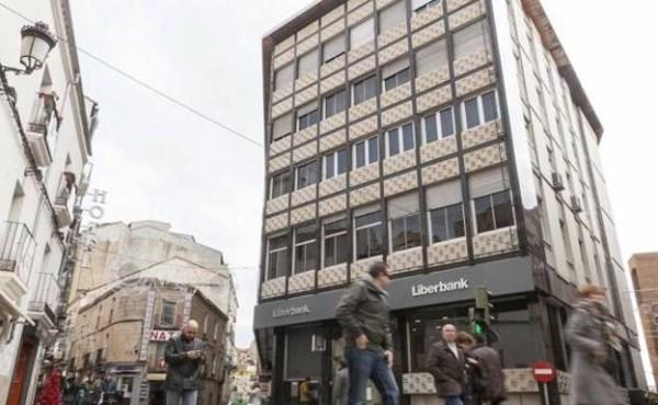 Varios trabajadores de Liberbank, en cuarentena tras un positivo en la oficina central de Cáceres