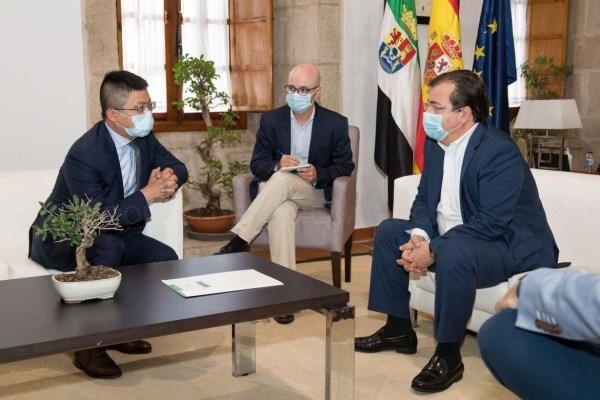 El presidente de la Junta se reúne con el CEO de Huawei en Mérida
