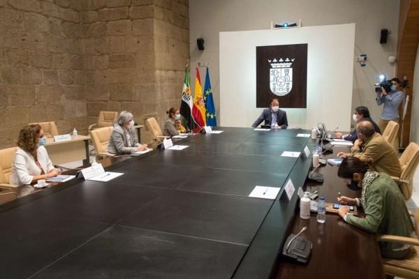 El Consejo de Gobierno autoriza la implantación, en la Uex, de los programas de Doctorado en Ingenierías Industriales y en Turismo