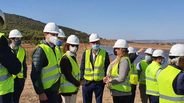 La consejera para la Transición Ecológica y Sostenibilidad visita las obras de la planta solar fotovoltaica de Bienvenida