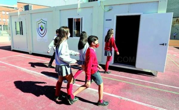 El Licenciados de Cáceres recurre a aulas prefabricadas para ganar espacio contra la covid