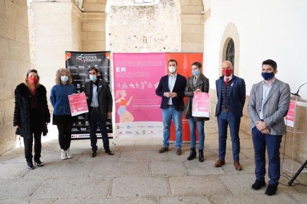 El alcalde de Cáceres presenta las actividades de 'Noviembre en Marcha' en apoyo a la Asociación Española Contra el Cáncer