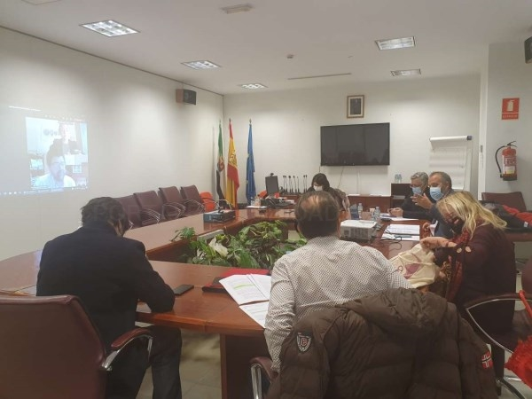La Mesa sobre Ciencia y Tecnología analiza y debate el documento final del Pacto por la Ciencia y la Tecnología de Extremadura