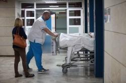 El colapso de Alzira deja a pacientes en los pasillos