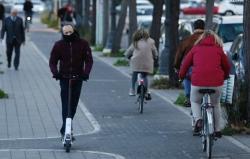 Gandia, primera ciudad que exigirá seguro, chaleco y casco en patinetes eléctricos