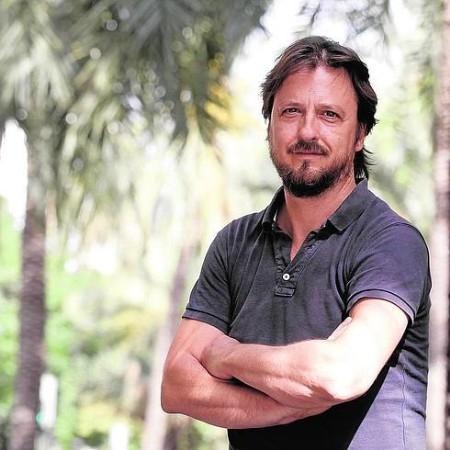 BERNARDO CARRIóN POSA EN LA AVENIDA ANTIGUO REINO DE VALENCIA. / JUANJO MONZó