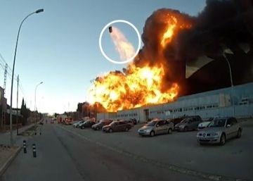 El incendio de Paterna arrasa cuatro empresas y deja en el aire más de 170 puestos de trabajo