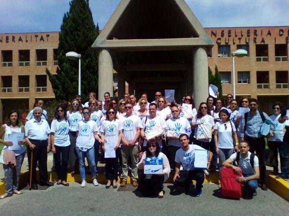 Los colegios reúnen 45.000 firmas contra los recortes de clases en Bachillerato