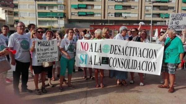 PROFESORES AFECTADOS DURANTE LA CONCENTRACIóN ORGANIZADA LA PASADA SEMANA EN ELDA. / LP