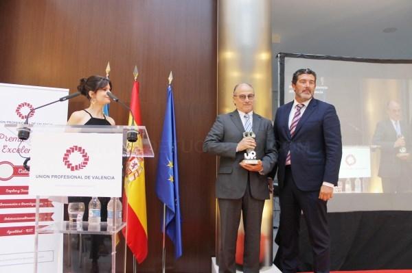 El Dr. José Piquer, galardonado por la Unión Profesional de Valencia