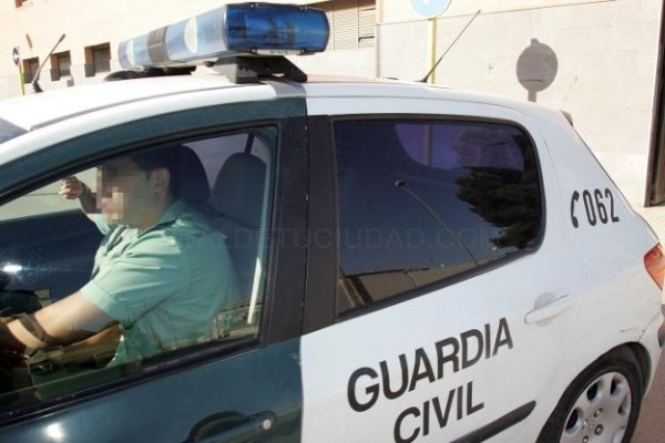 UNA PATRULLA DE LA GUARDIA CIVIL DE CARLET. / LP
