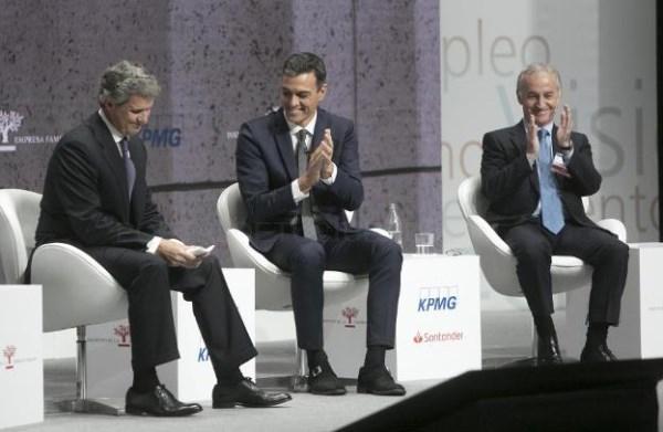 EL PRESIDENTE DE IEF, FRANCISCO J. RIBERAS, Y EL DEL GOBIERNO, PEDRO SáNCHEZ. / DAMIÁN TORRES