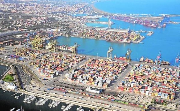 El Puerto de Valencia triplica el crecimiento de los recintos españoles en contenedores