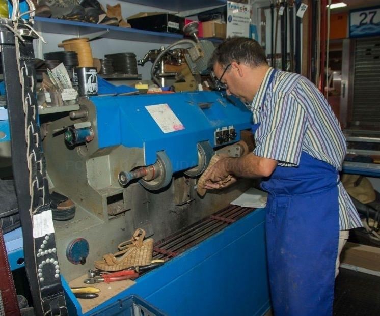 Artesano del calzado en Zarzaquemada