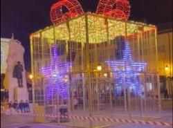 La Concejalía de Fiestas atiende la petición del sector comercial y procederá al encendido de la iluminación navideña coincidiendo con Showpping Day