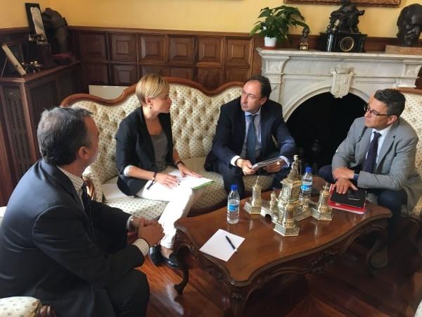 El Alcalde recibe a la nueva directora general de Fundación San Cebrián
