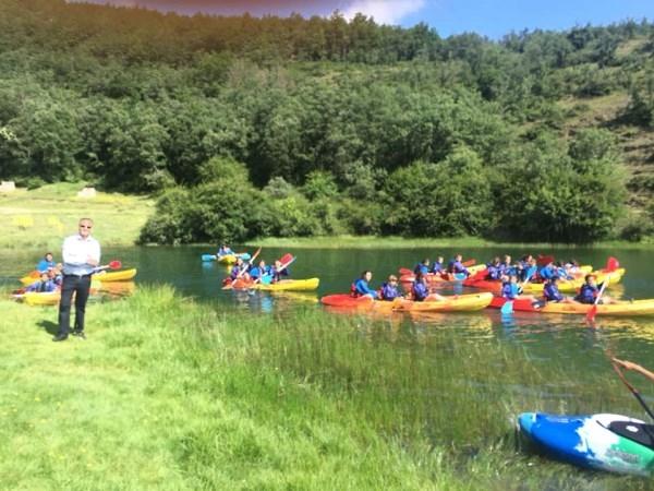 El concejal de Servicios Sociales y Juventud visita a los niños del campamento de verano
