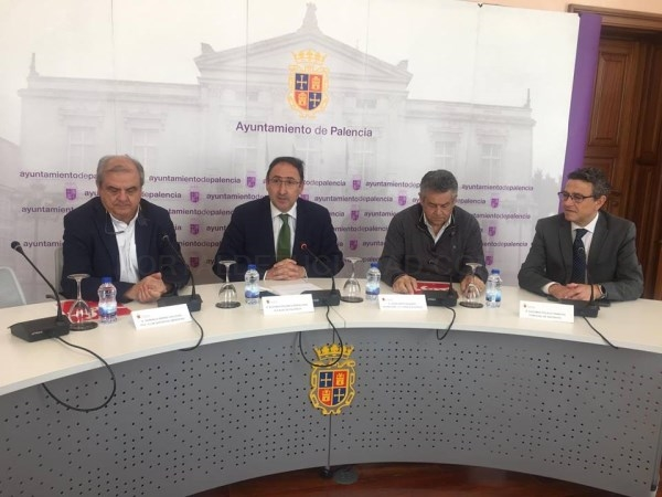 FIRMA DE CONVENIOS COLABORATIVOS DEL AYUNTAMIENTO DE PALENCIA CON ELCRISTO ATLéTICOY EL CLUBDEPORTIVO MARISTAS