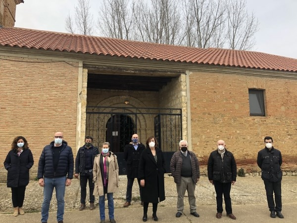 Visita institucional a la j.v. de Torre de los Molinos para conocer in situ las obras de mejora del edificio consistorial y el cementerio