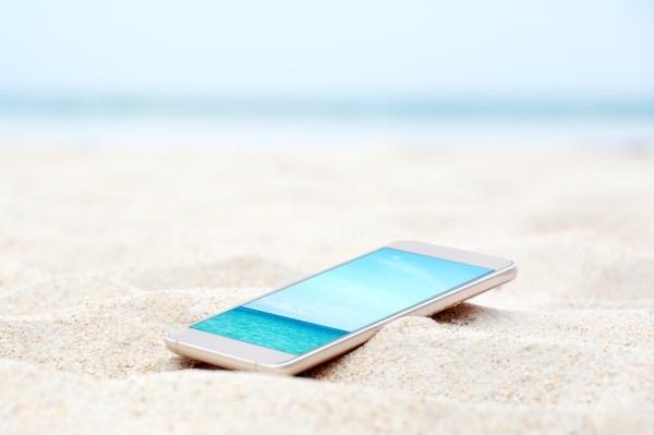 Protege tu móvil en la playa