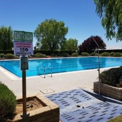 La Diputación destina 144.000 euros para compensar los gastos de 35 ayuntamientos y una junta vecinal en la apertura de piscinas