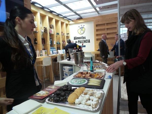 Alimentos de Palencia muestra su calidad gastronómica en la VI Feria de los Pueblos