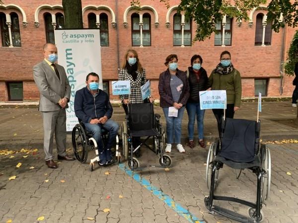 ASPAYM Castilla y León conciencia en Palencia sobre el buen uso de las plazas de aparcamiento de movilidad reducida