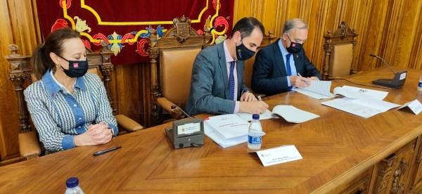 El rector visita el campus de la UVa en Palencia y firma tres convenios para la incorporación del Ayuntamiento a varias cátedras