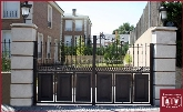 escaleras de caracol en collado villalba, aparcamiento exterior en la sierra de madrid