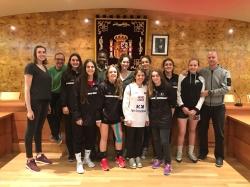 Las Junior de Baloncesto Torrelodones celebran en el ayuntamiento su séptima plaza en el campeonato de España