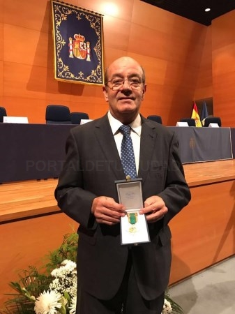 MEDALLA AL MéRITO POLICIAL CON DISTINTIVO BLANCO