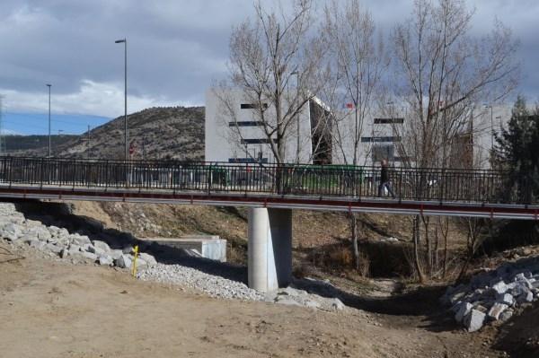 Inaugurada la pasarela peatonal de acceso al Hospital General de Villalba