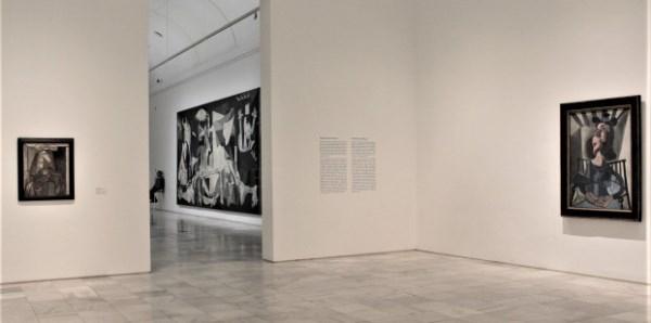 La Colección Phelps de Cisneros dona 39 obras al Reina Sofía Osías Yanov. ///////)))_IO))). 2014. Performance, escultura de aluminio. 300 x 600 x 5 cm