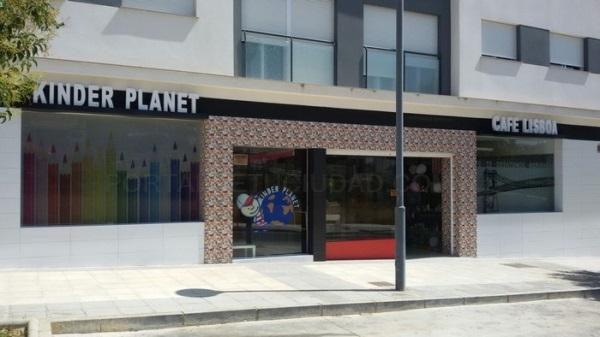 Kinder Planet / Café Lisboa