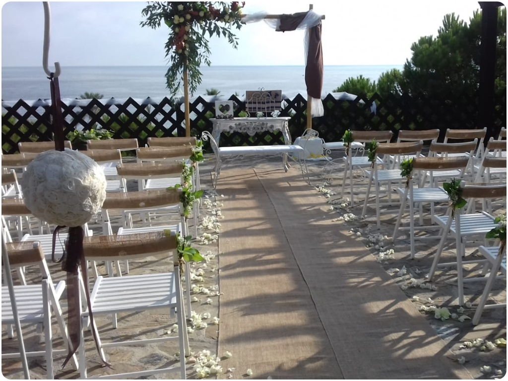 cruces de flores en almuñecar, ramos para difuntos en almuñecar, arte floral en almuñecar,