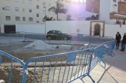 El área de Mantenimiento desmonta el pipican de la calle Eucalipto e integra su espacio en la plaza