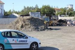 LIMDECO limpia, con cargo a los propietarios, el solar abandonado en la calle Remo