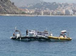 La Plataforma contra la Mejillonera en Almuñécar lleva a cabo una protesta en aguas frente a Punta de la Mona.