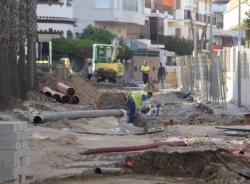 Tráfico Almuñécar informa de los desvíos por obras y pide precaución en la calle Bikini y acceso a la playa de La Herradura