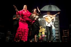 La Fabi y Belén López desafían a la lluvia y triunfan en el fin de fiesta de Milnoff