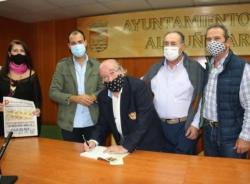 """Silvio Rodríguez presentó su libro """"Memorias del Pueblo Blanco"""" en Almuñécar"""