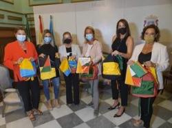 Ayuntamiento y La Caixa actúan al unísono para hacer llegar material escolar a un centenar de familias