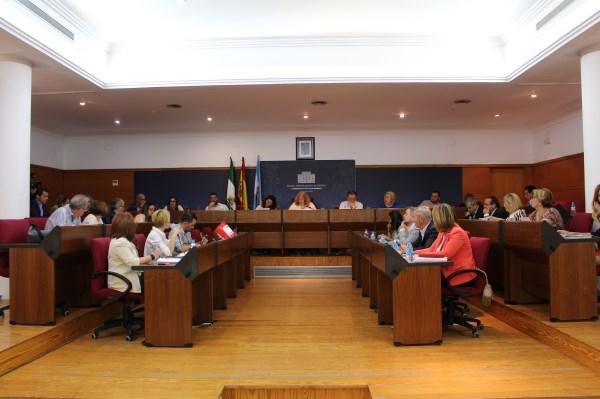 El Pleno aprueba un Plan de Fomento del Empleo Agrario (PFEA) para la limpieza y mantenimiento de las playas de Poniente, Granada, Las Azucenas y El C